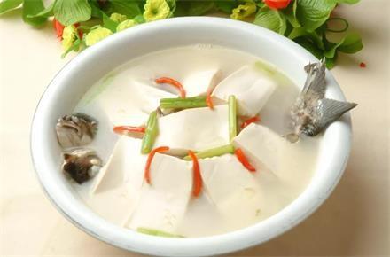 法新豆腐炖鲫鱼