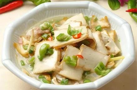 青椒焖法新盐豆腐